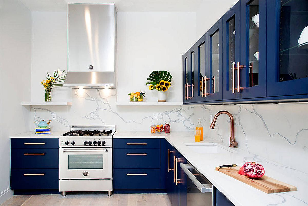 Contemporary-I-shaped-kitchen-with-navy-blue-cabinets-white-marble-backsplash-and-brass-fixtures-62086