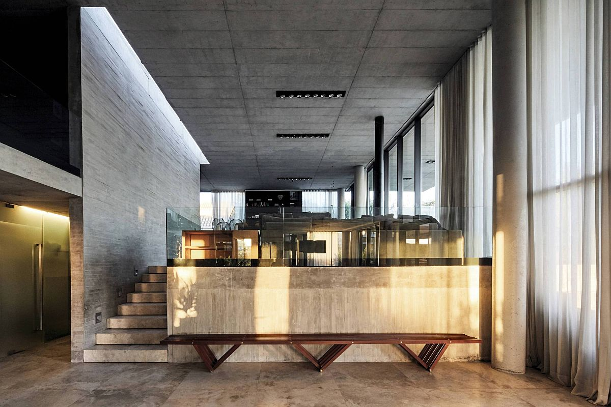 Exposed-concrete-and-wood-create-the-neutra-backdrop-inside-the-home-21674