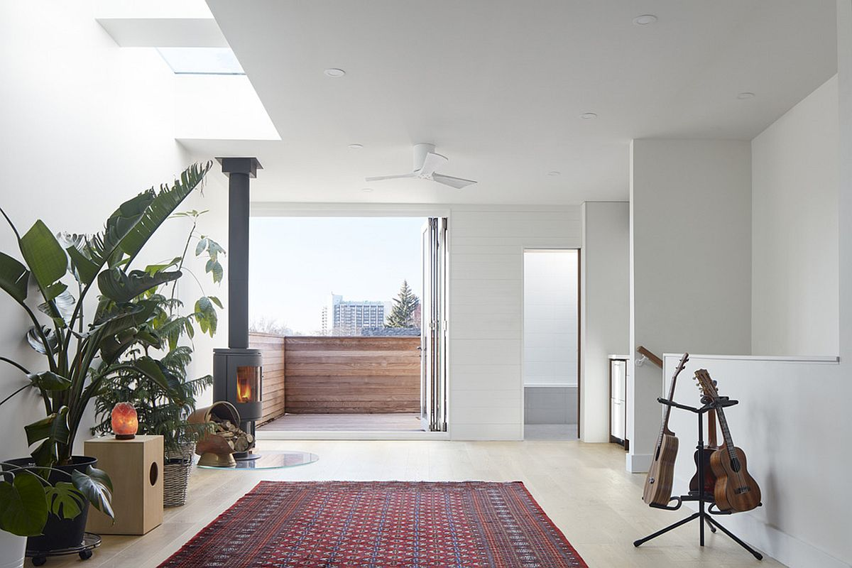 Folding-glass-door-windows-and-skylights-bring-the-outdoors-inside-this-white-space-67902