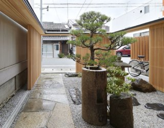 Japanese Garden Hidden Behind Latticed Wooden Doors: A Zen Experience
