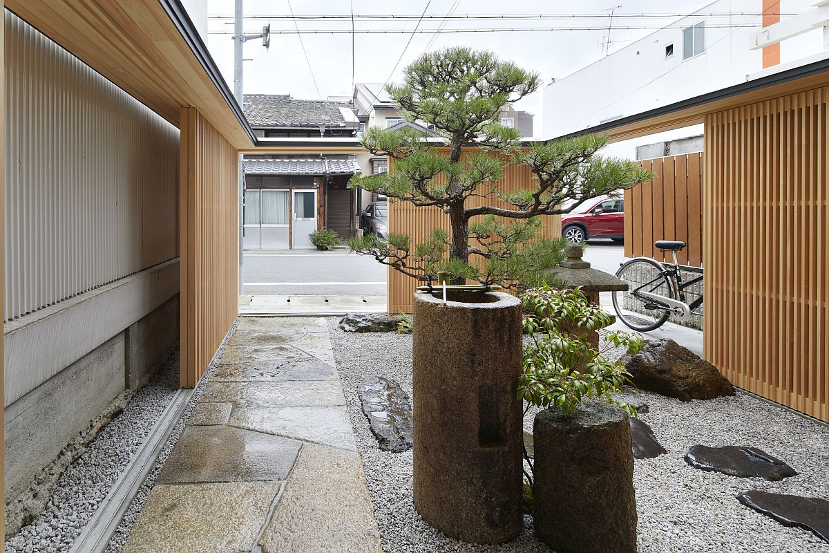 Gorgeous Japanese garden surrounded by wooden lattice walls welcomes you at this Japanese home