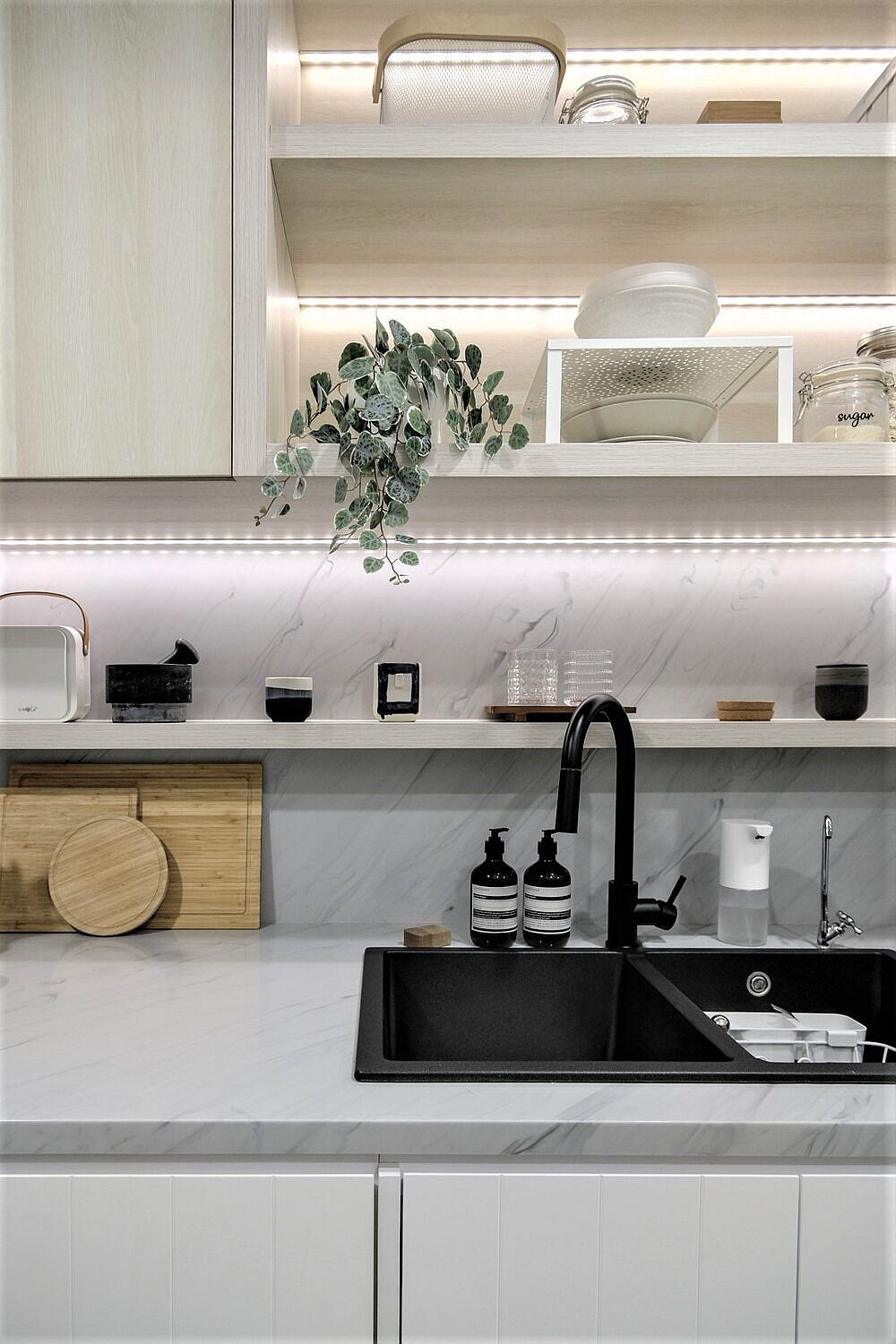 LED-strip-lights-under-the-shelf-adds-brightness-to-the-kitchen-in-neutral-hues-73002