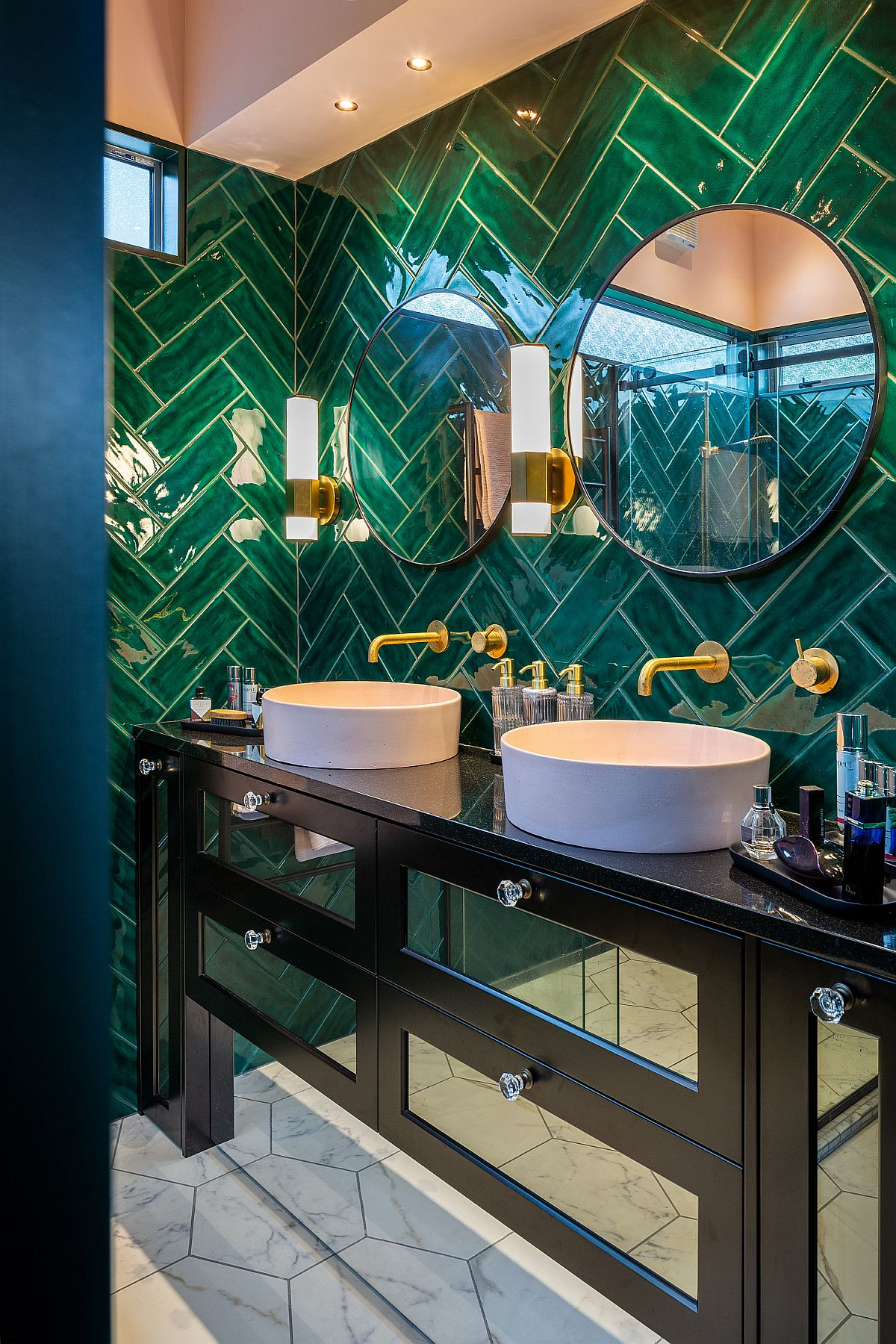 Modern-tropical-style-bathroom-with-dashing-green-tiles-in-herringbone-20231