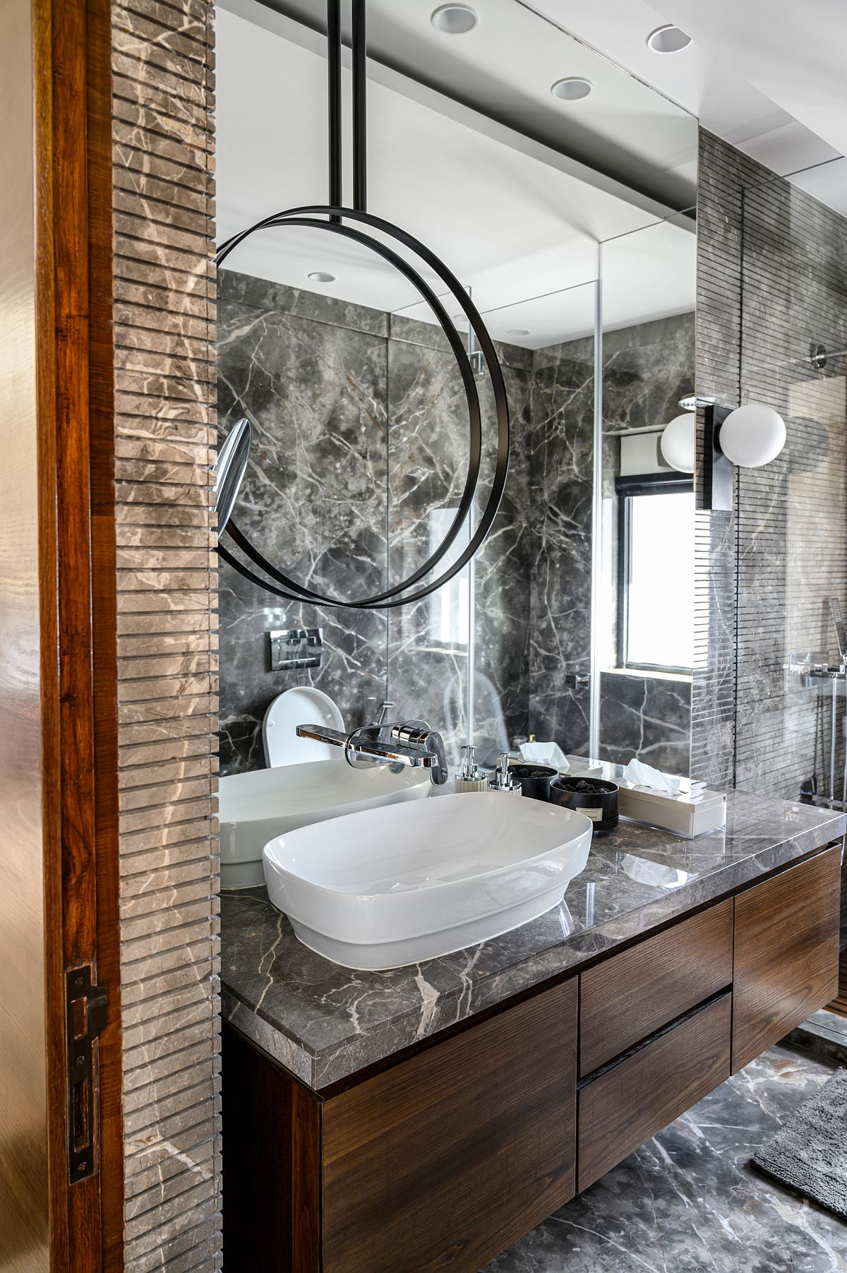 Natural-stone-brings-shades-of-dark-gray-and-black-to-this-contemporary-bathroom-33579
