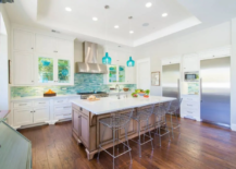 Sea-inspired kitchen backsplash