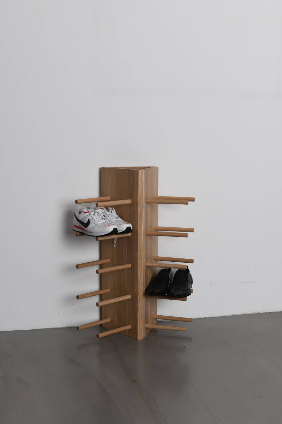 Shoe stand with horizontal poles