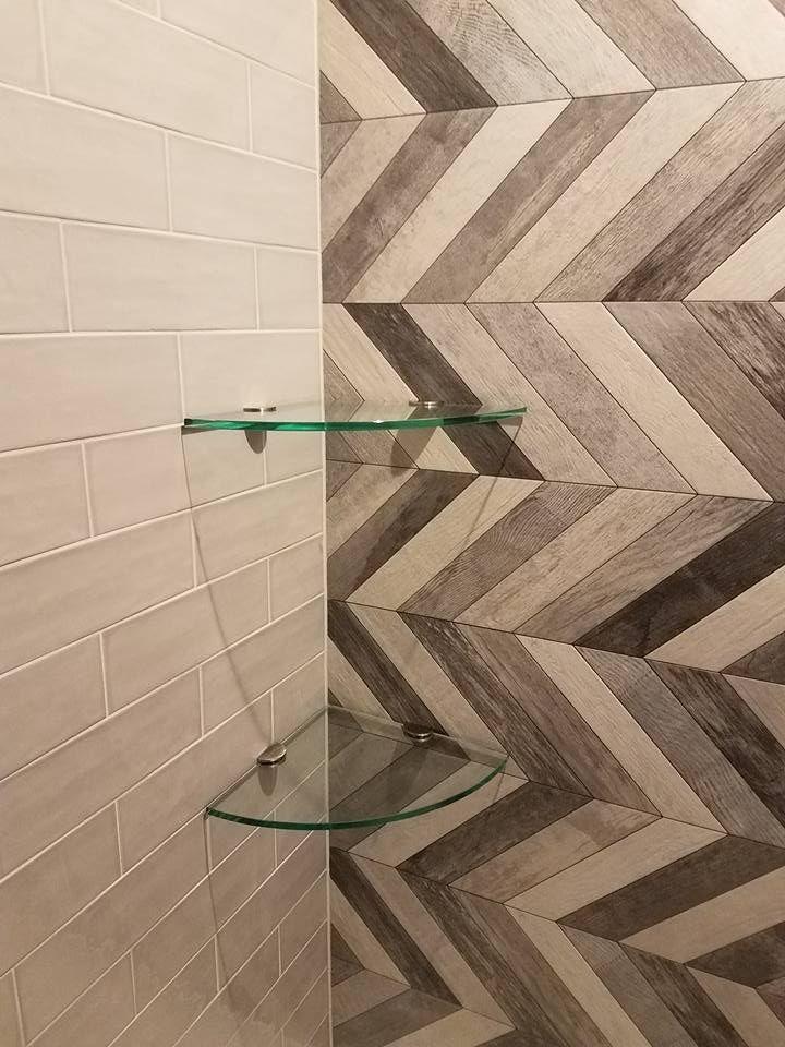 Shower with a 2-level corner shelf