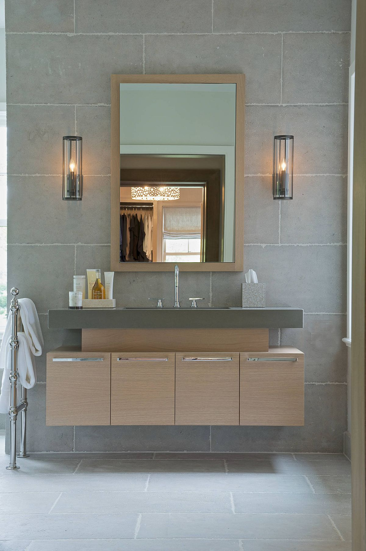Style-and-size-of-the-sconce-lights-depends-as-much-on-the-style-of-the-bathroom-as-on-dimensions-78283