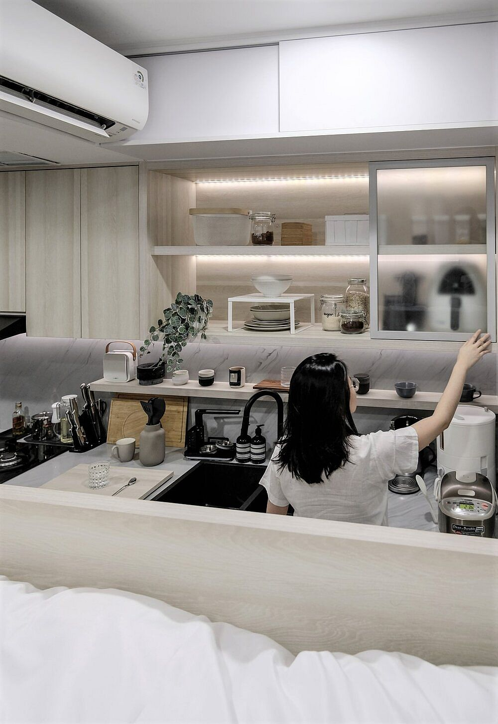 Tiny-functional-kitchen-inside-the-small-apartment-in-Jakarta-94296