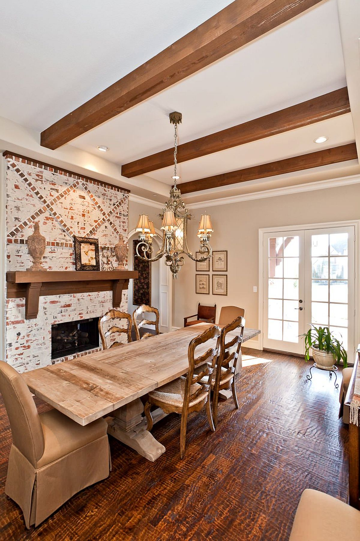 Weathered-brick-wall-backdrop-in-the-dining-room-gives-it-a-timeless-look-19417