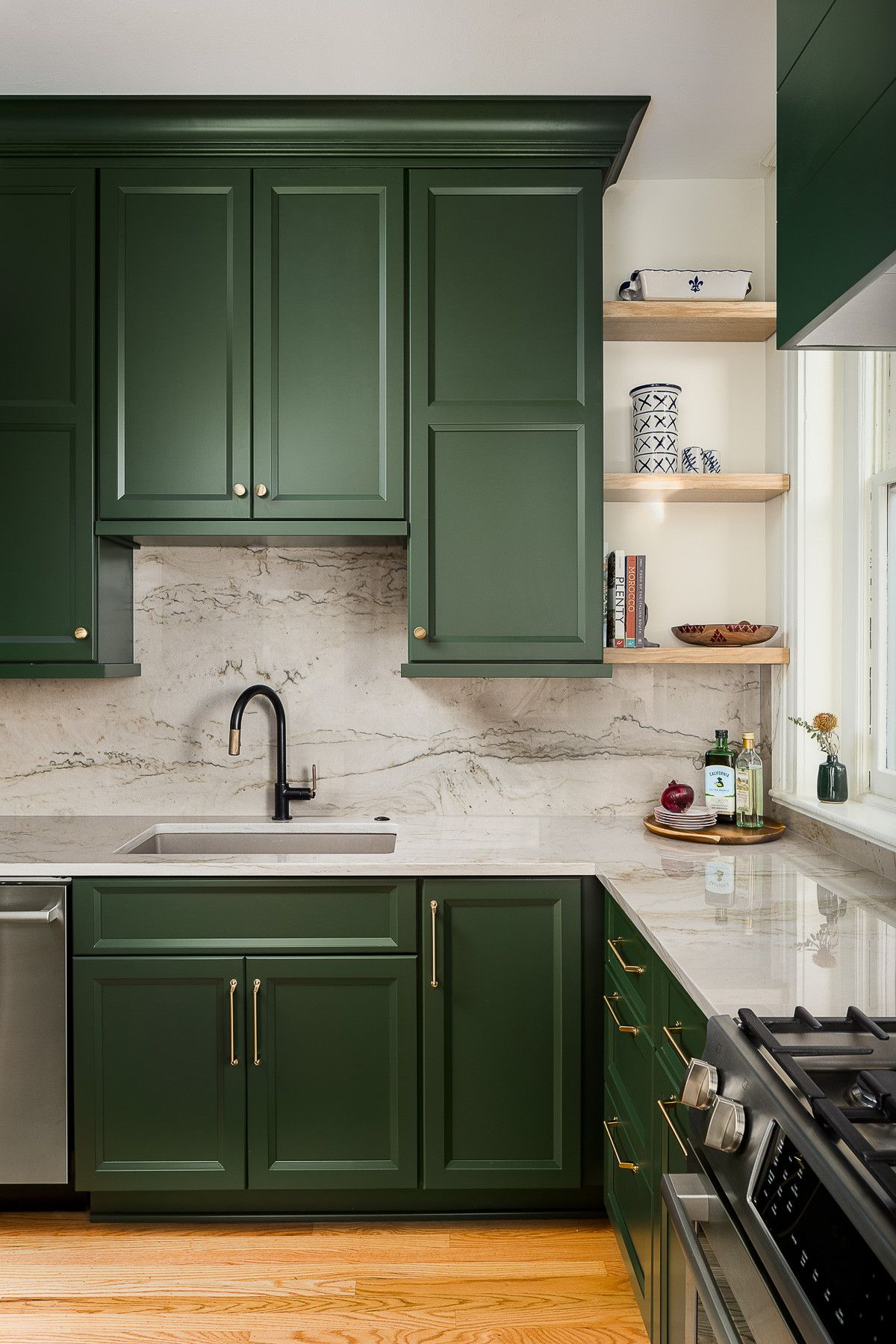White and green is set to be a trendy kitchen color scheme in 2021