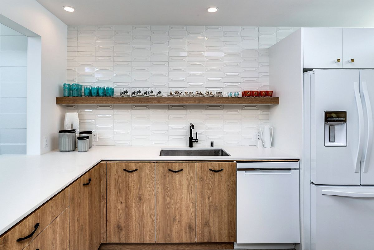 White-backdrop-in-the-kitchen-allows-the-woodsy-cabinets-to-shine-through-62780