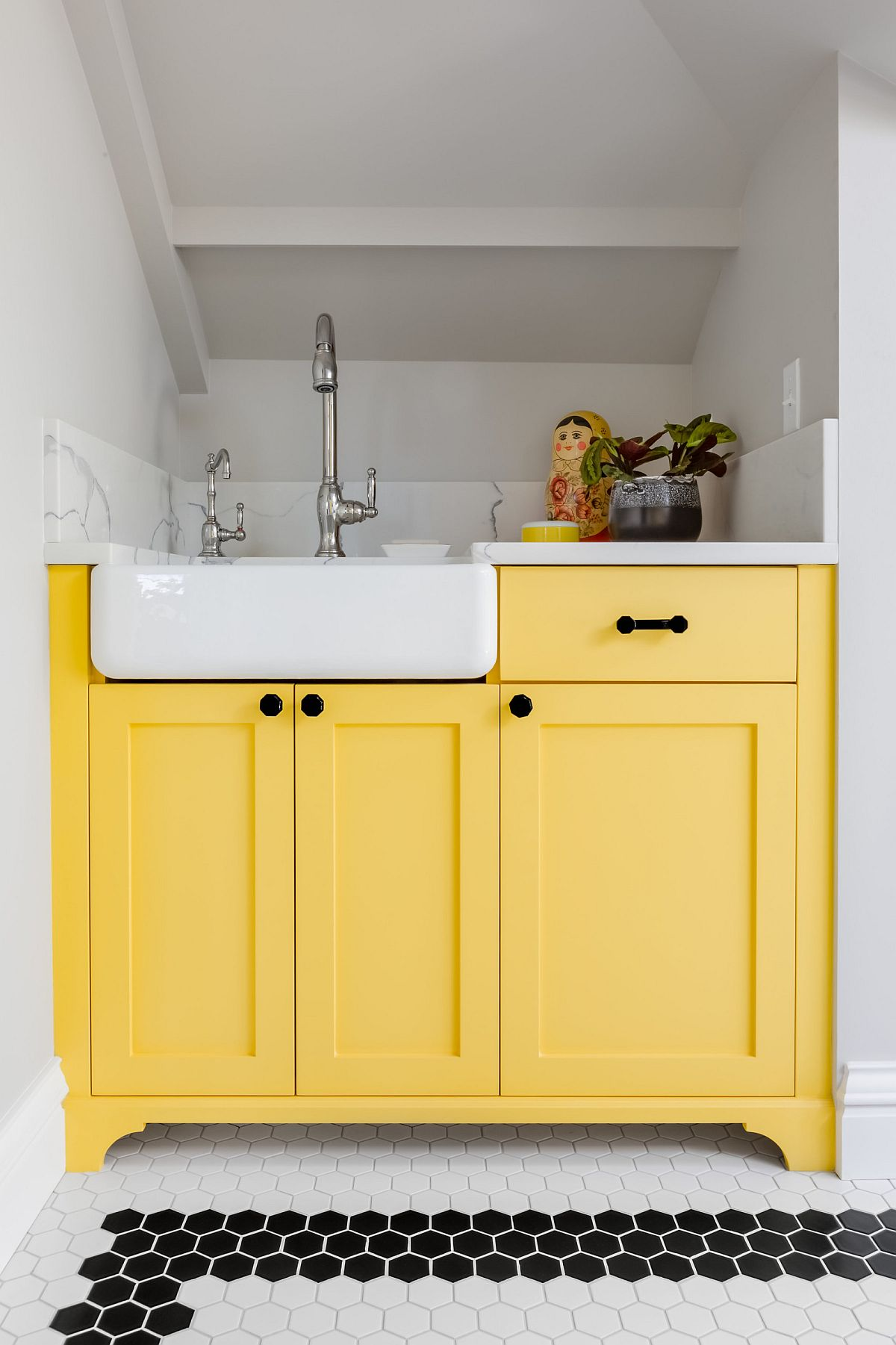 Cabinets in beautiful yellow add sparkle and freshness to the modern neutral interior