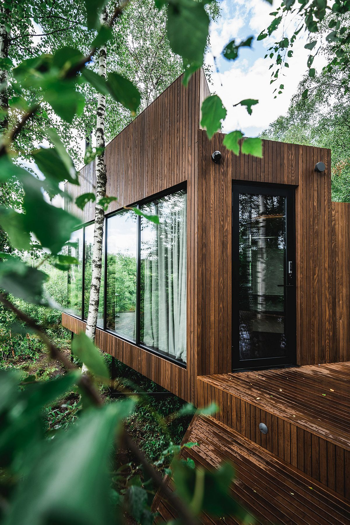 Cozy-and-eco-friendly-wooden-cabin-in-the-woods-with-smart-glass-doors-and-drapes-70105