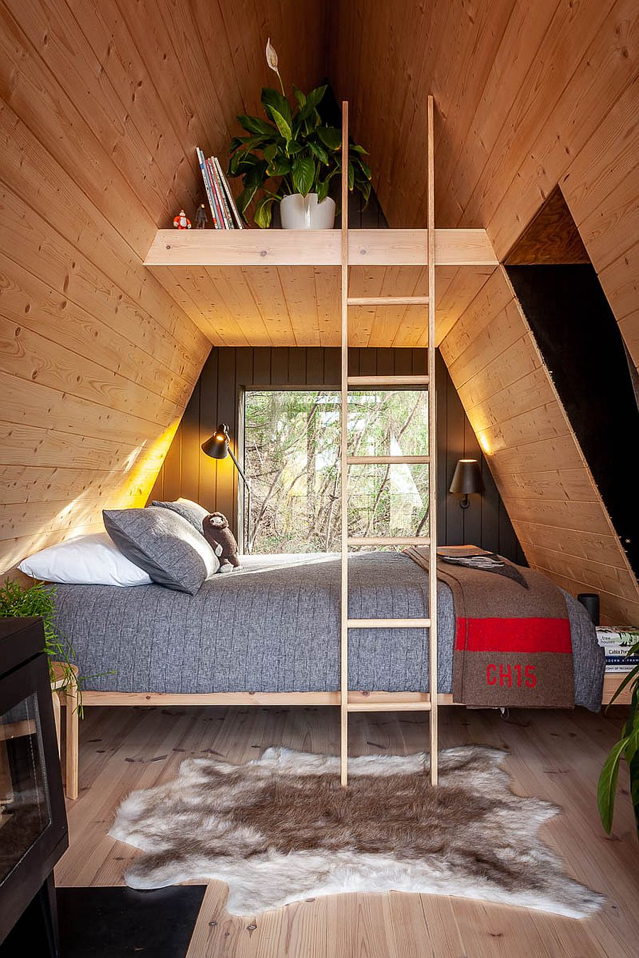 Decorating the interior of treehouse with modern, eco-friendly design