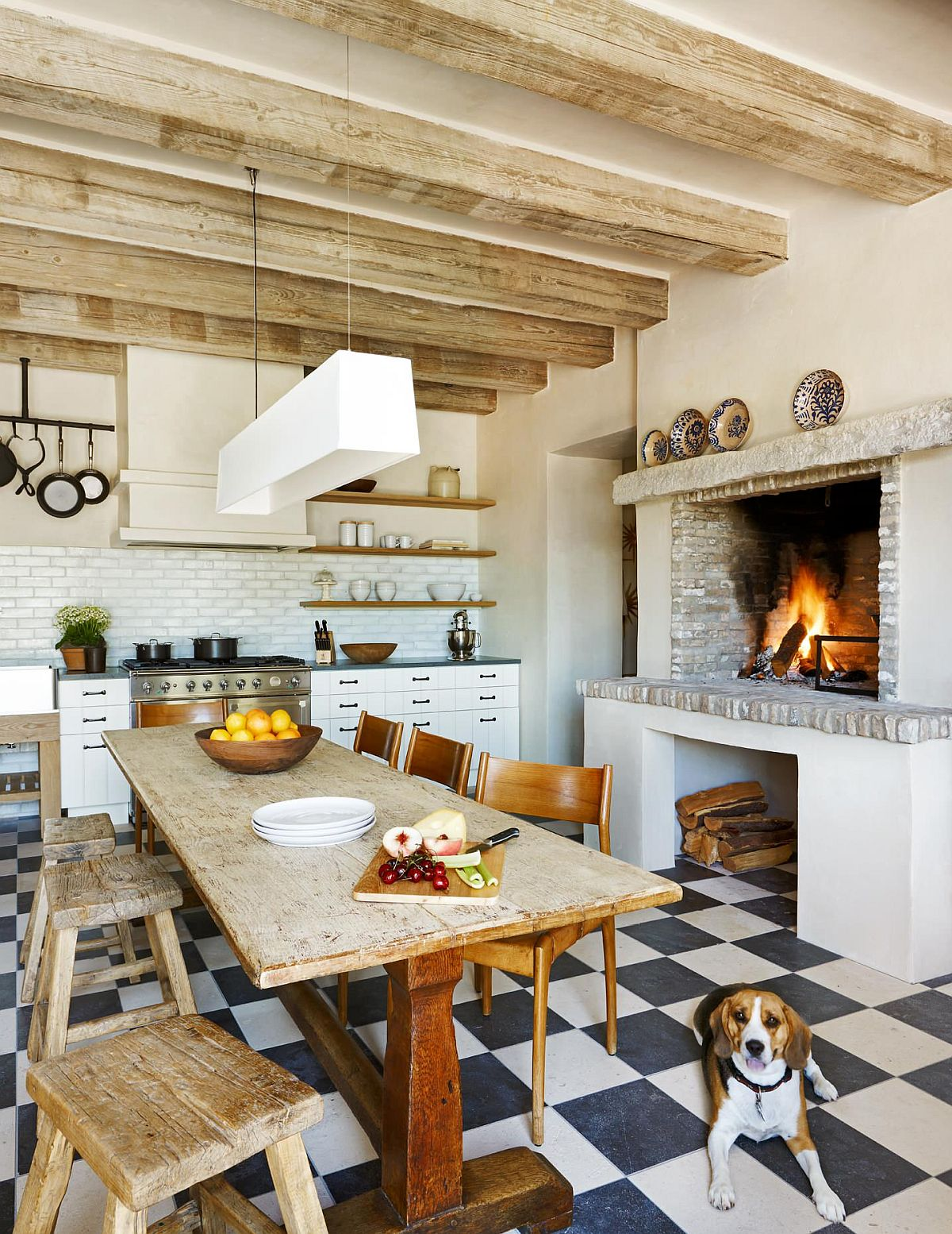 Deligtful and cozy rustic kitchen with a charming fireplace