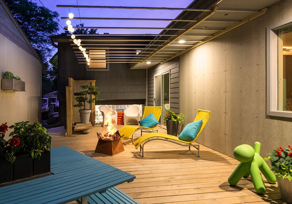 Eye-catching contemporary deck that interlinks different wings of the house along with using bright pops of color