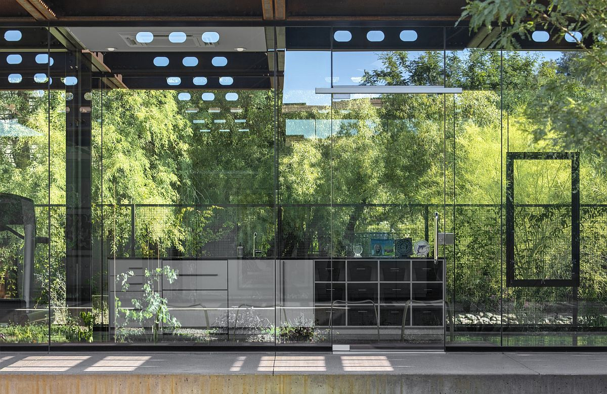 Glazed glass walls connect the interior with the world outside