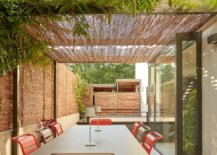 Greenery-coupled-with-contemporary-pergola-in-the-relaxing-backyard-76787-217x155
