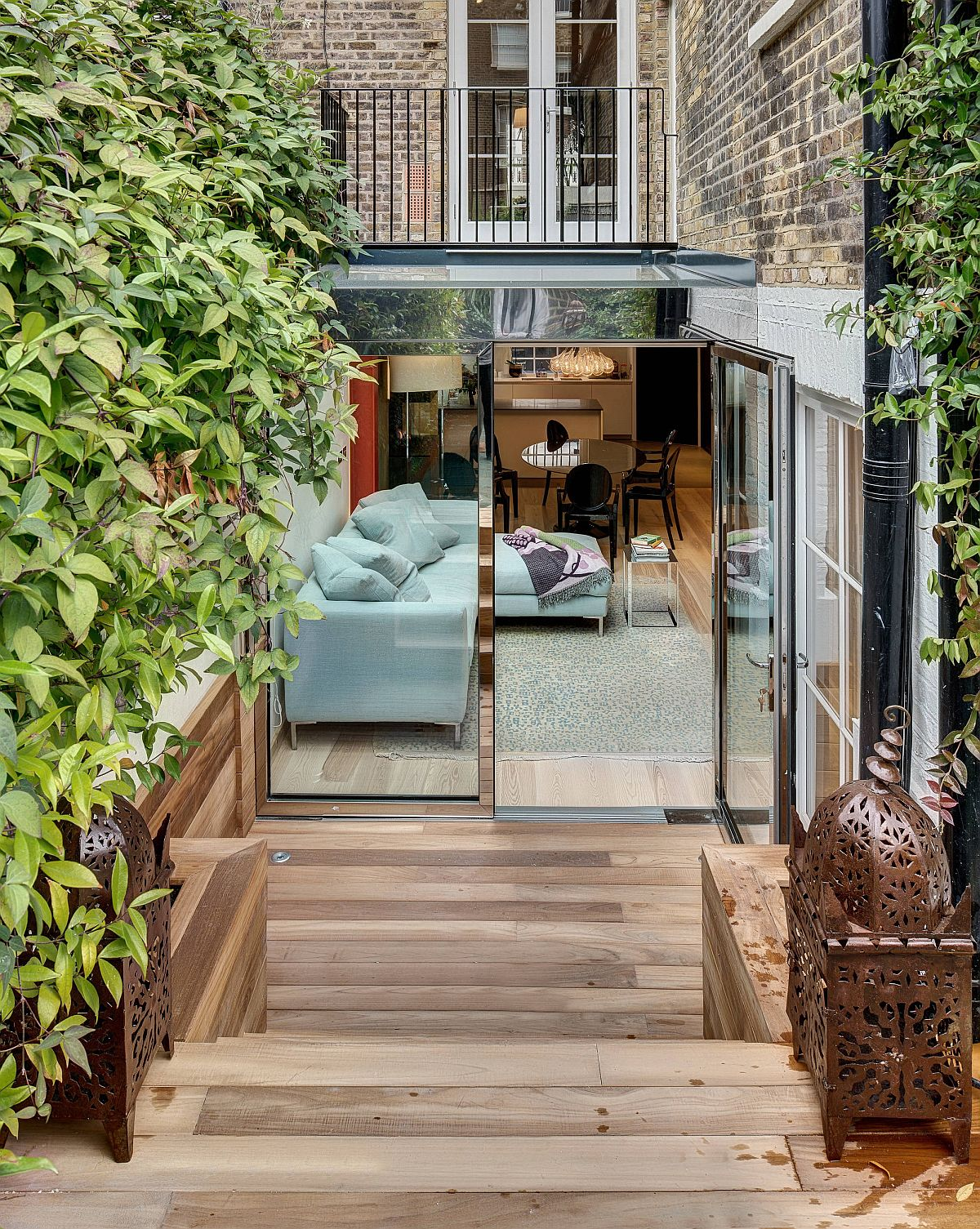 Ingenious sunken design of the deck in this London home delineates space without boundaries