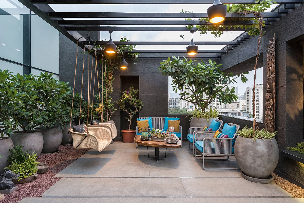 Innovative contemporary pergola in gray turns the backyard into a wonderful hangout