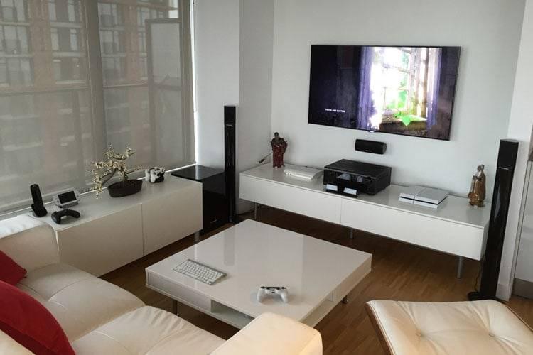 minimalist white video gamer room