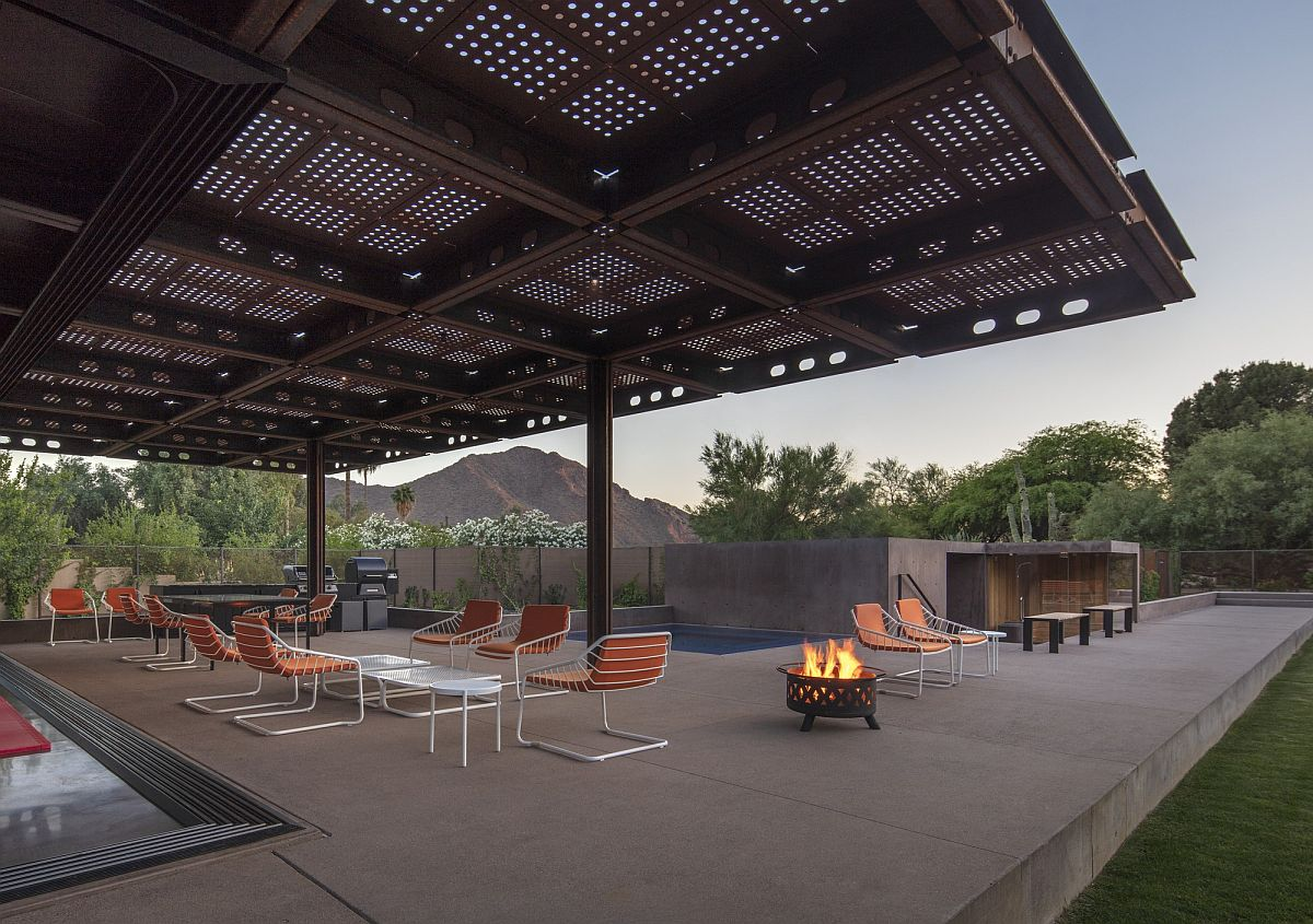 Outdoor spaces at the luxurious Arizona Courtyard House
