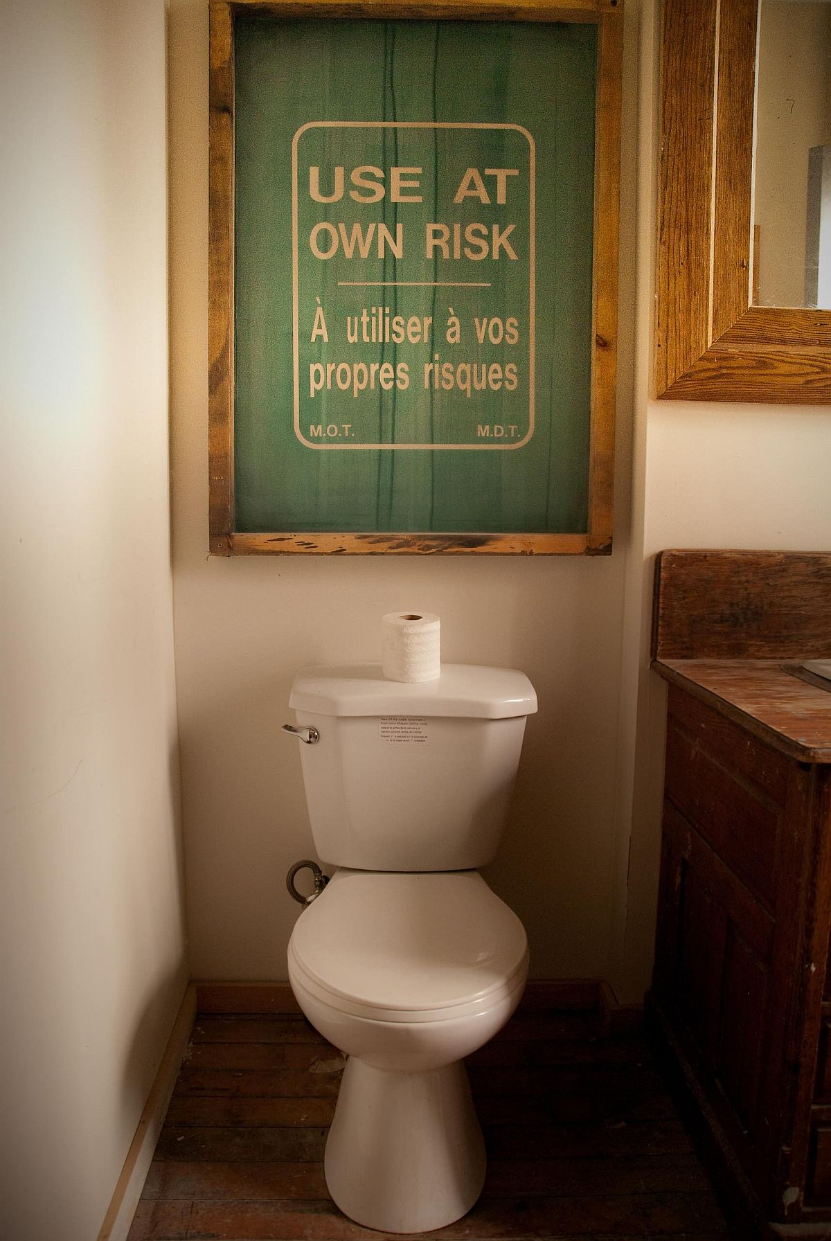 Small rustic bathroom in Toronto with a fun sign above the toilet