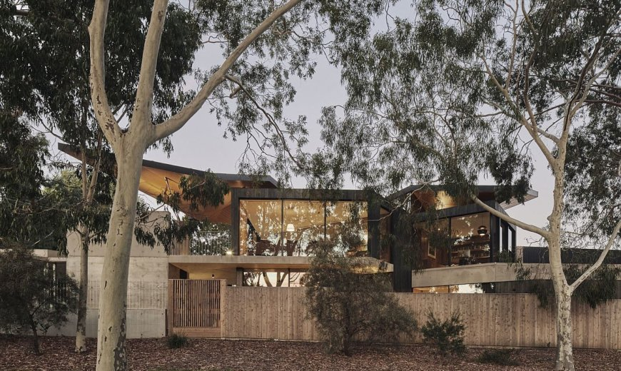Ingenious Melbourne Home Allows you to Greet Guests from its Living Room!