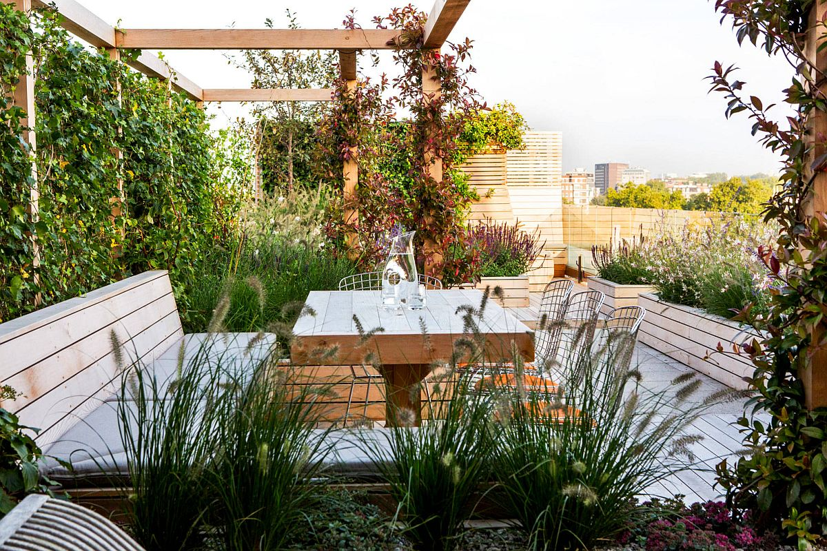 Wall of greenery around the outdoor hangout offers ample privacy