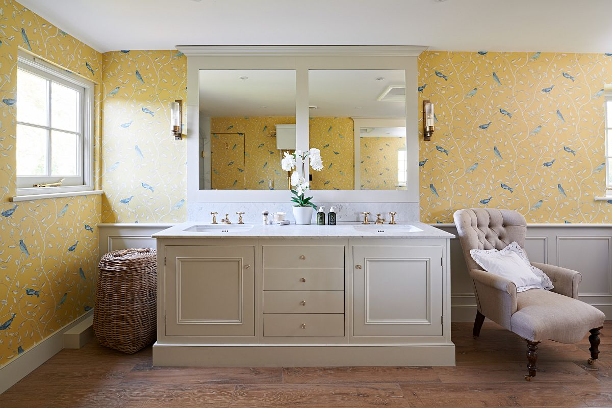 Yellow wallpaper with nature-inspired pattern brings vivacious beauty to this bathroom