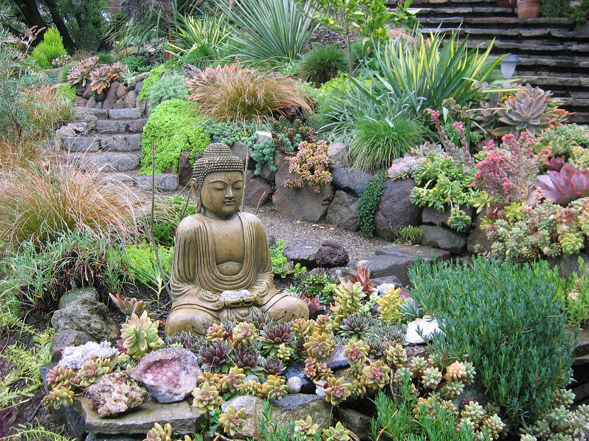Zen garden with a relaxing little nook is perfect for the modern small garden