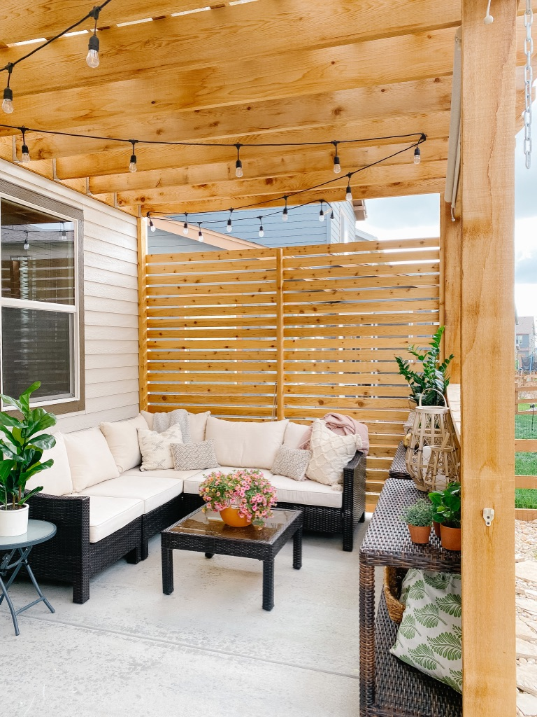Modern Cedar Patio Privacy Wall Fencing
