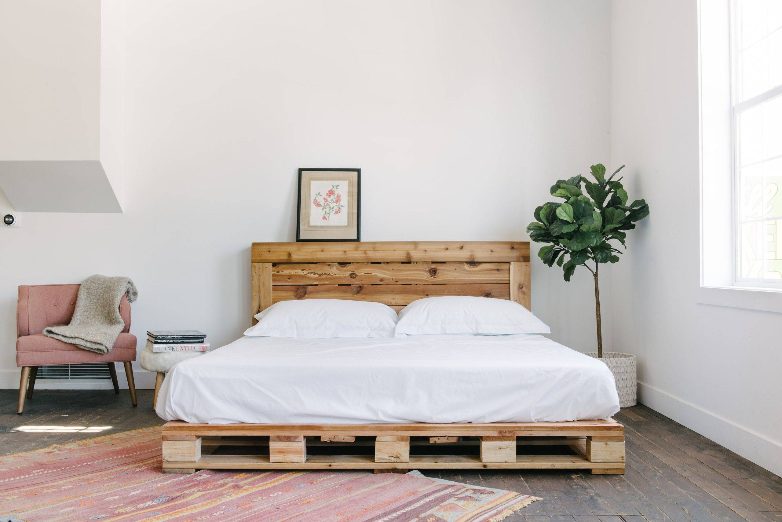 Modern minimalist decor chic pallet board bed frame white bedding