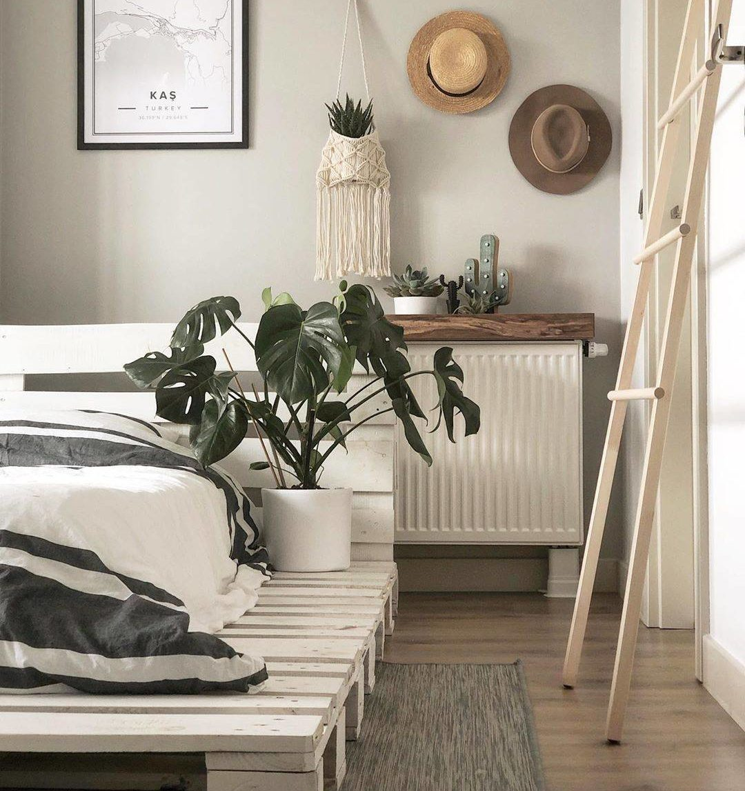 Modern Chic White Wash Pallet Bed Frame Rustic Country Bedroom Macrame Plant Hanger