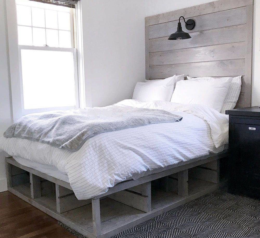 Grey Wood Pallet Bed Minimalist Design Headboard Light