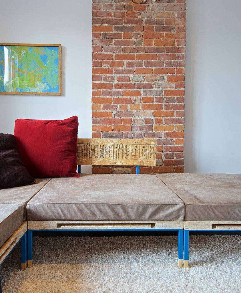 Finding space inside the living room for the comfortable sectional with industrial style