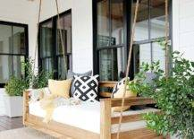 Hanging swing with cushions