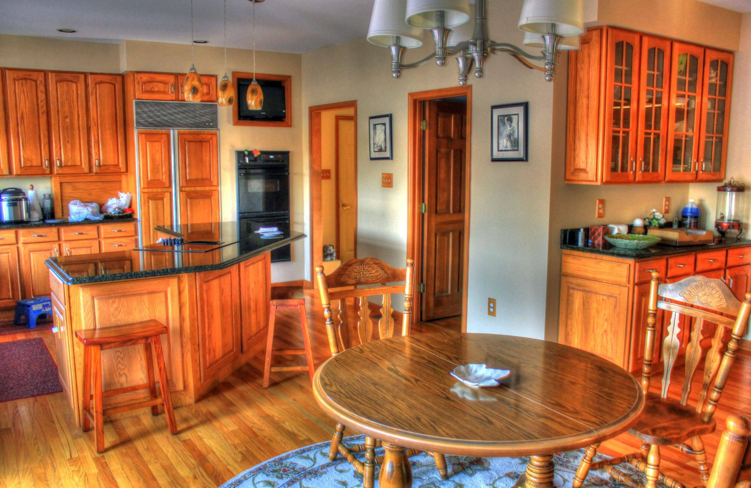 Home interior in hardwood with table and chairs