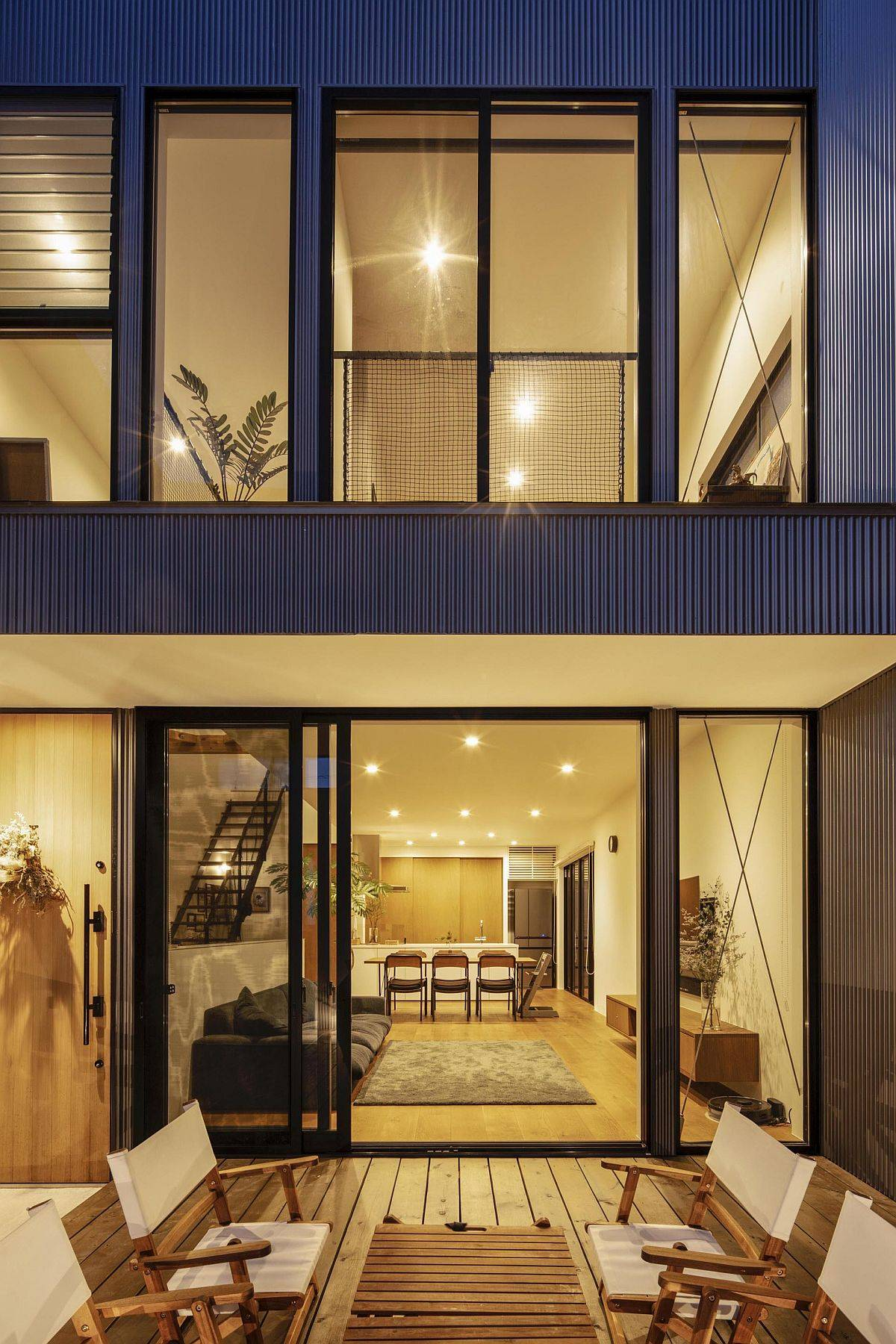 Multi-level home in Japan that combines privacy with a spacious, well-lit interior