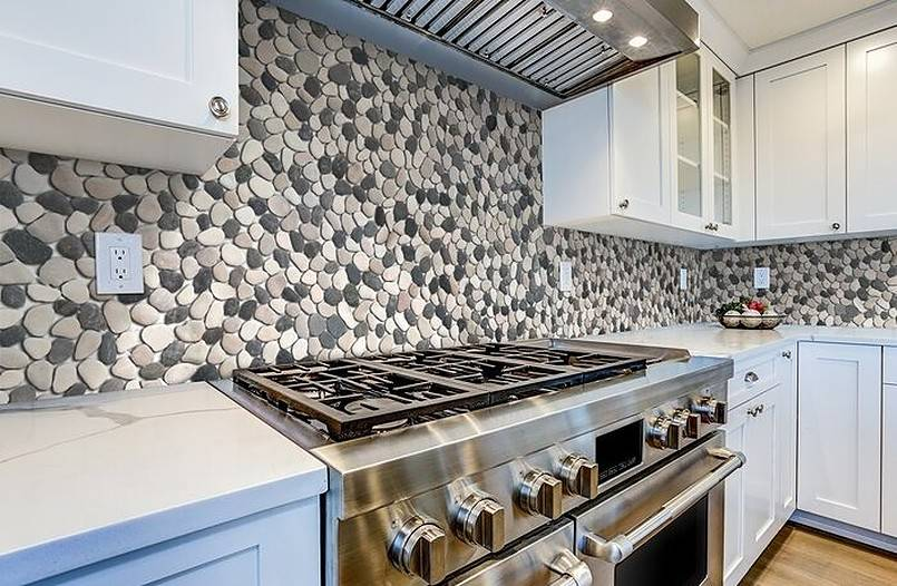 Natural stone pebbles on kitchen wall