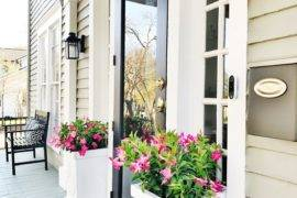 Stunning Front Door Flower Pots [11 Fabulous Ideas]