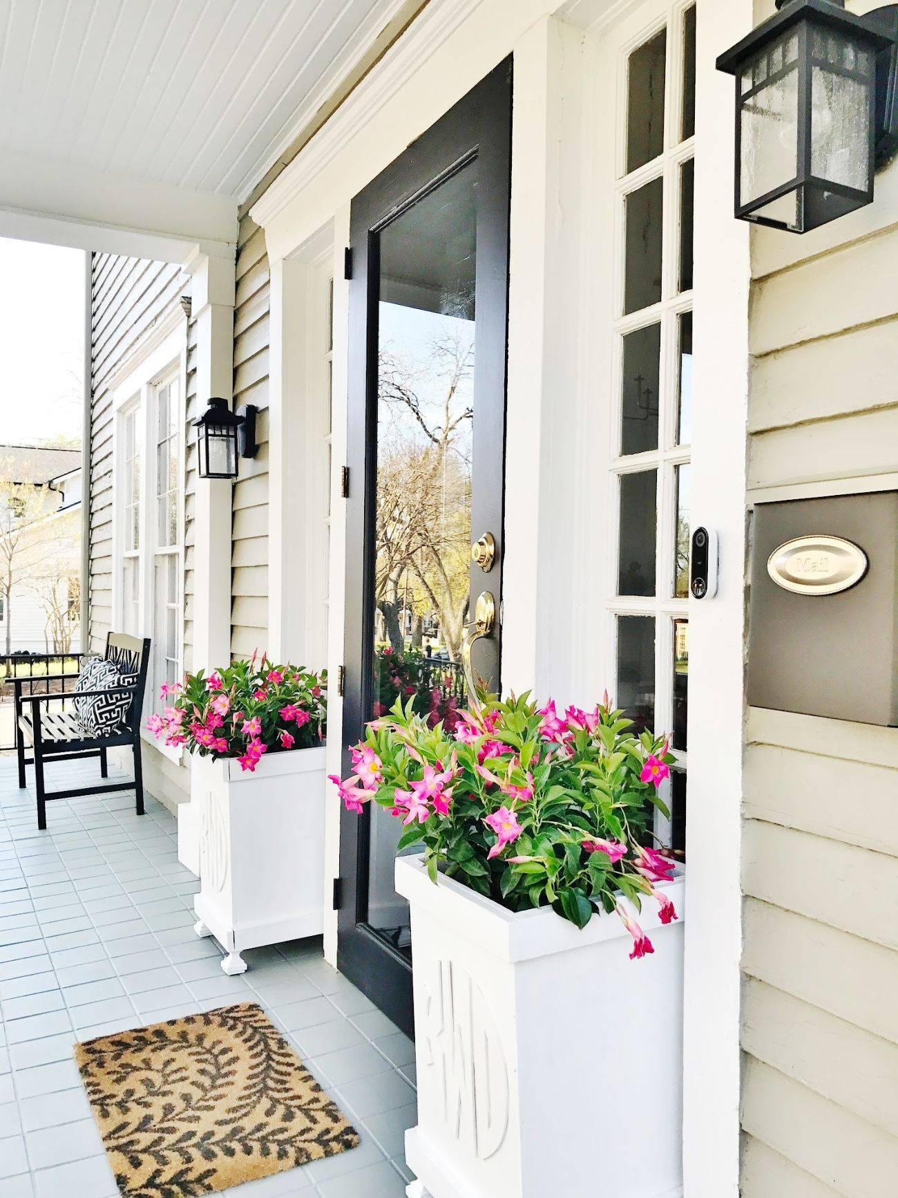 Stunning Front Door Flower Pots [11 Fabulous Ideas]