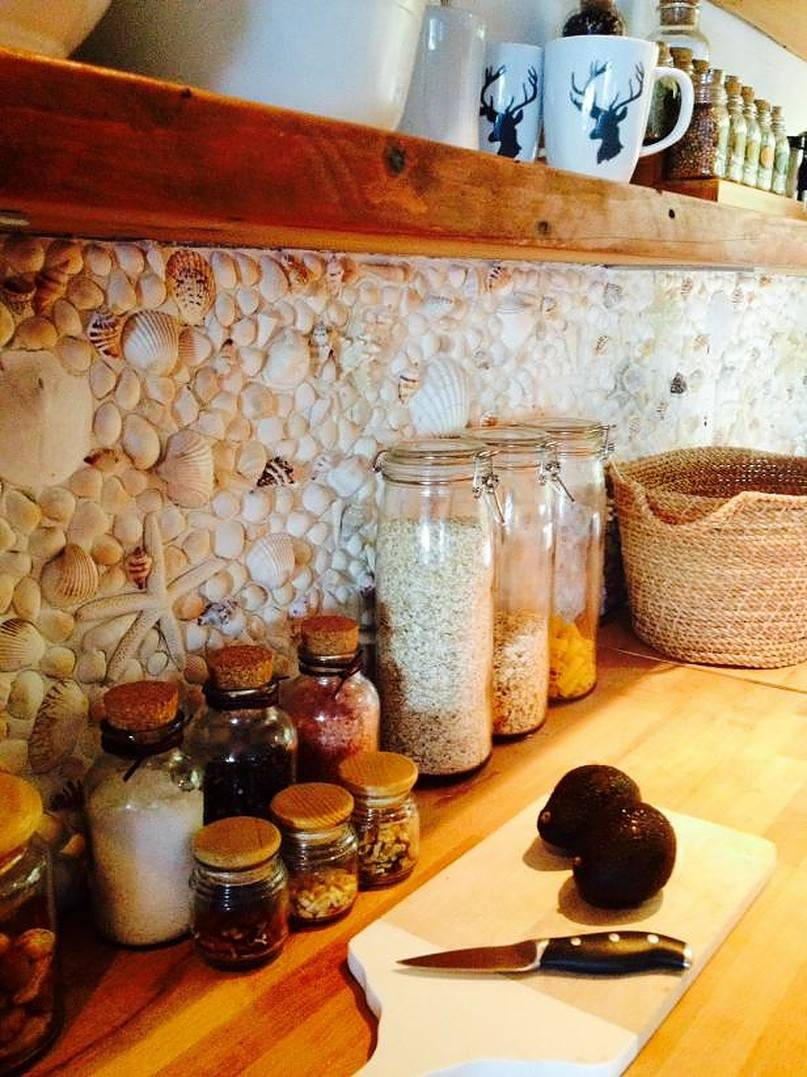 Wall made of shells and spices in jars