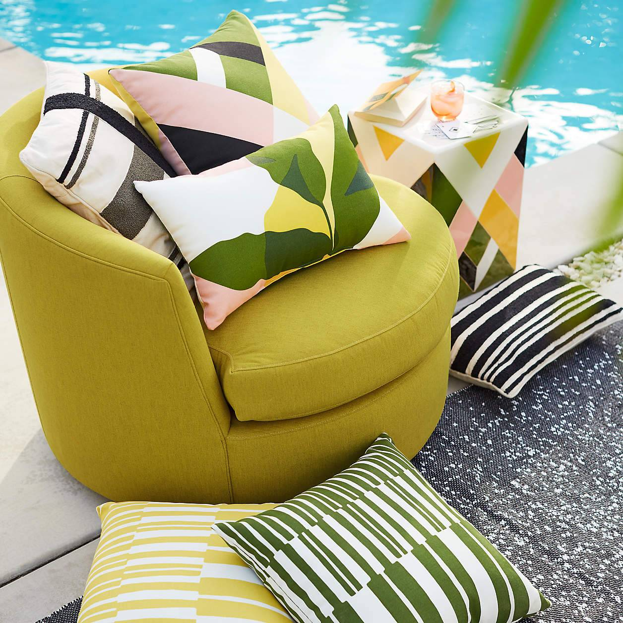 Large Lounge Patio Outdoor Chair Throw Pillows Pool