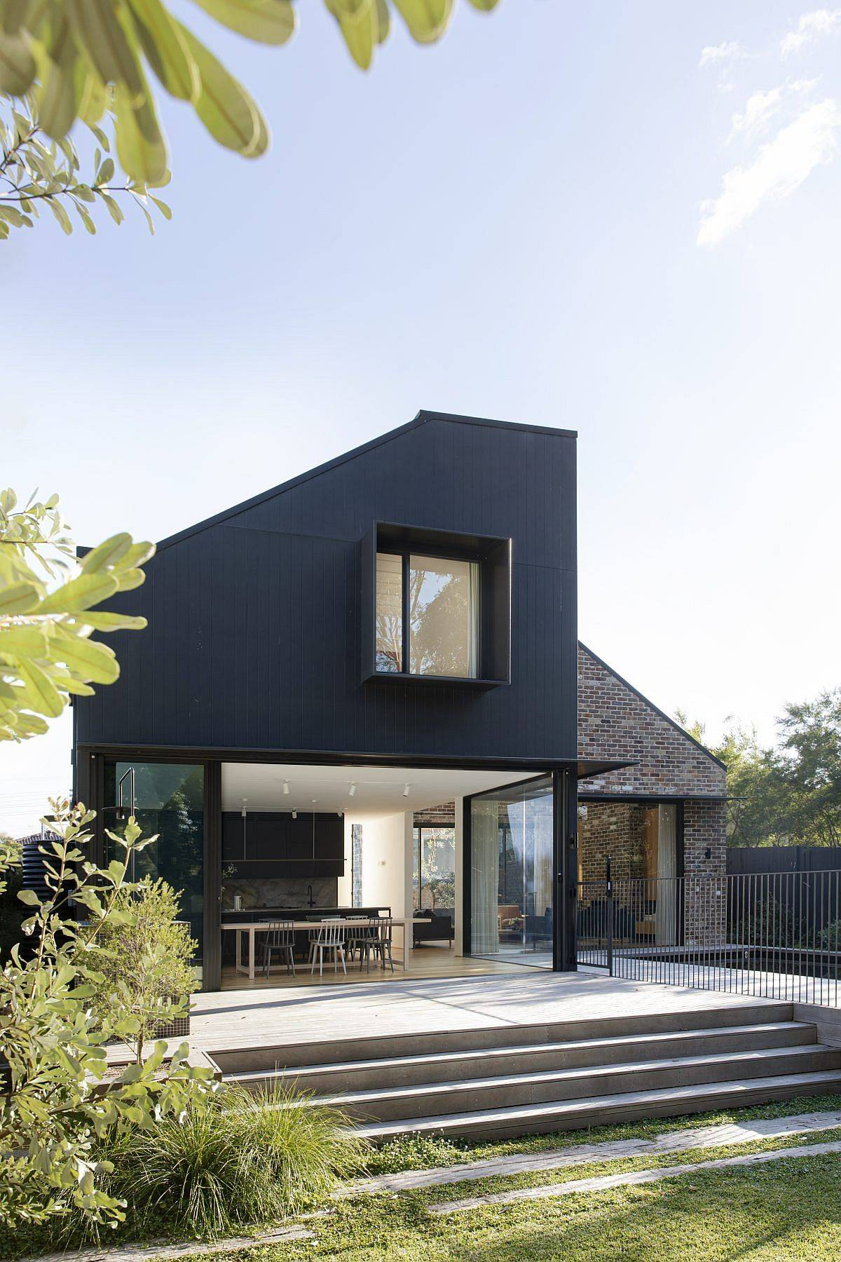 Ample-garden-area-and-a-pool-extend-the-living-area-outdoors-at-this-federation-home-49445