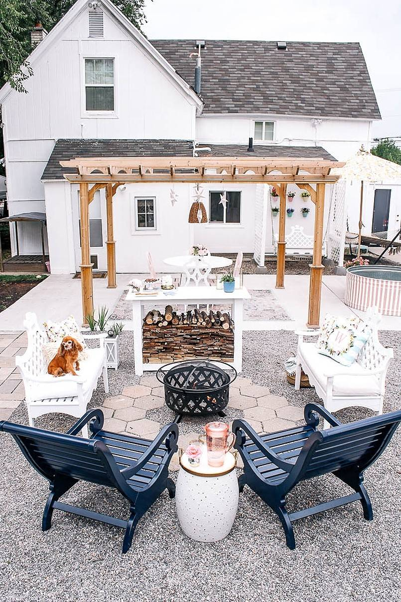 Backyard with pergola and white tables and chairs