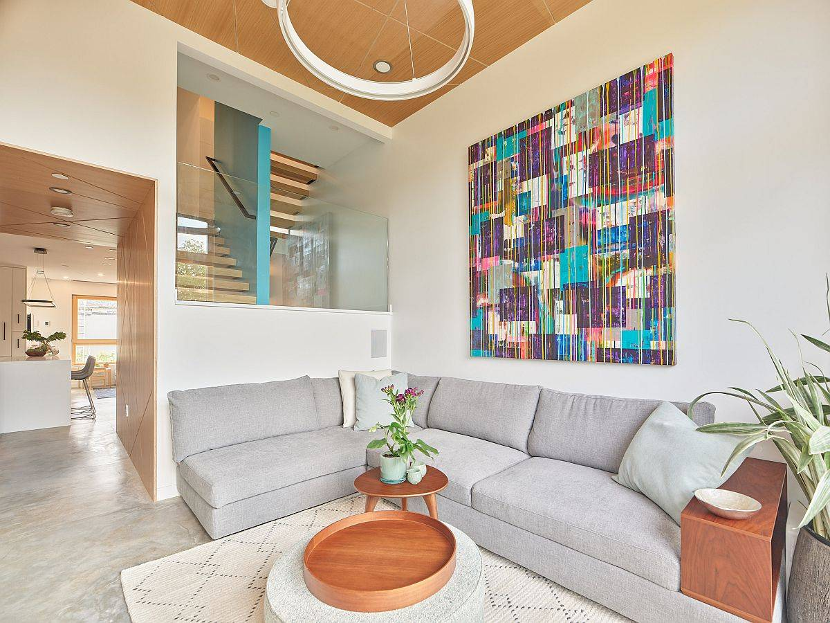 Choosing-the-right-sectional-saves-space-beautifully-in-this-living-room-70895
