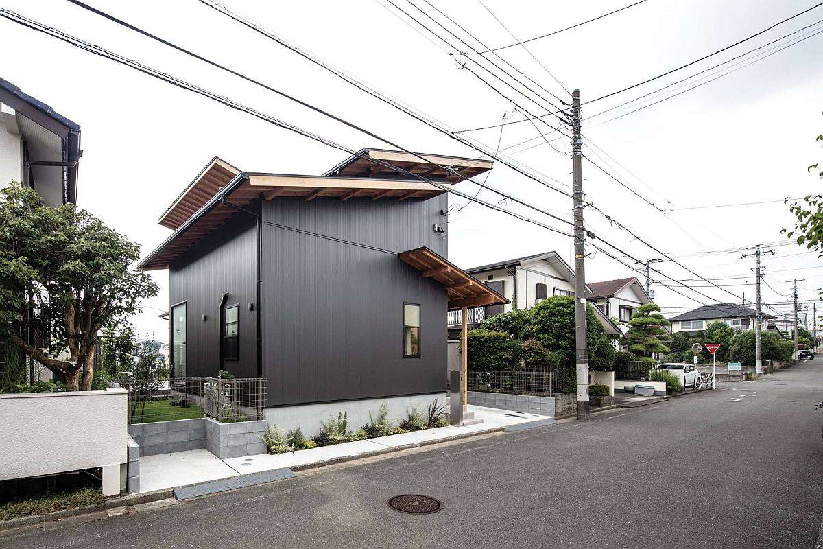 Compact-and-stylish-modern-home-in-Japan-with-dark-Galvalume-exterior-and-invetive-wooden-roofs-85592