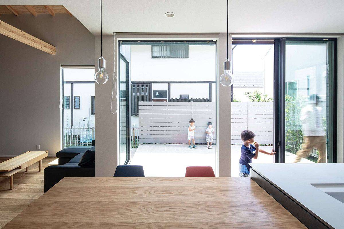 Contemporary-neutral-backdrop-of-the-house-with-wooden-finishes-and-smart-glass-walls-86177